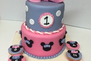 2 Tiered vanilla sponge with vanilla butter cream and strawberry jam, finished with pink and lilac sugarpaste with matching vanilla cup-cakes